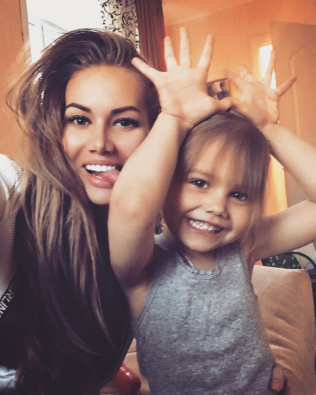 Анелла Миллер с дочкой Евой