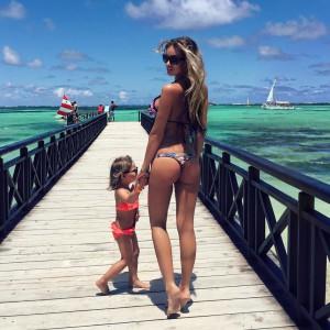 Анелла Миллер с дочкой