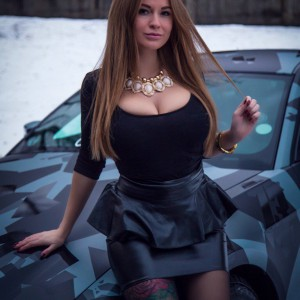 Софья Темникова и её машина Ягуар