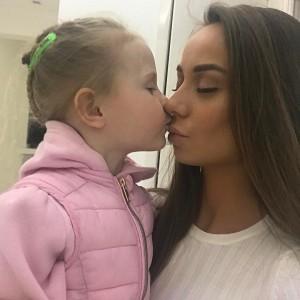 Екатерина Шохина с дочкой